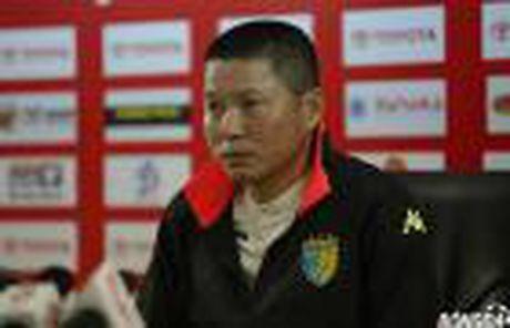 Tien ve DTVN nhan cu hich tinh than truoc chuyen lam khach tren san Vinh - Anh 4