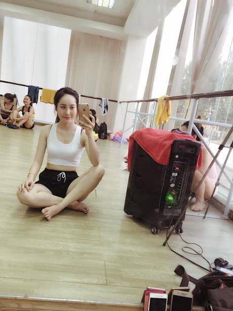 Phat sot voi cac co giao da trang nhu Ngoc Trinh - Anh 4