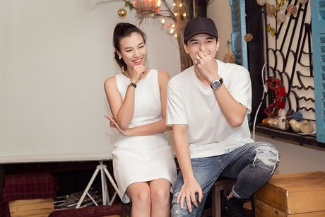 A hau Hoang Oanh lan dau ke ve bien co gia dinh - Anh 10