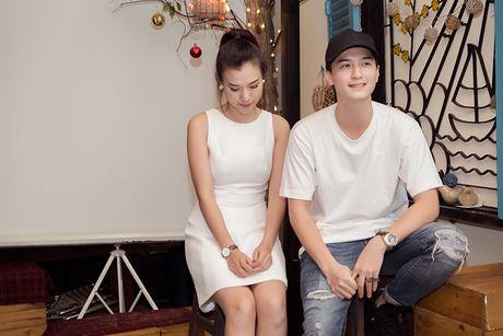 A hau Hoang Oanh lan dau ke ve bien co gia dinh - Anh 2