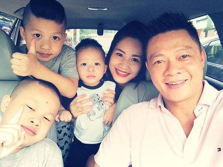 3 con trai cua BTV Quang Minh cung di vien mot luc - Anh 4