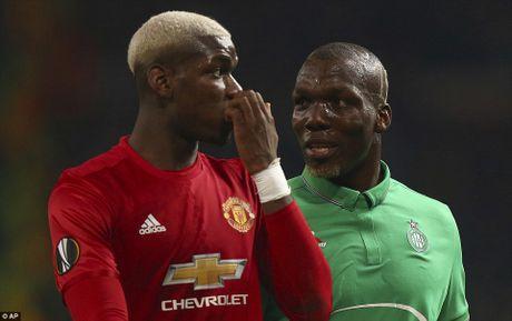 Ibrahimovic lap hat-trick, M.U 'nhan chim' doi bong cua anh trai Pogba - Anh 2