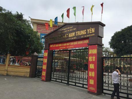 Hoc sinh lop 2 bi gay chan trong truong: Giao vien tieu hoc Nam Trung Yen thong tin moi bat ngo - Anh 1