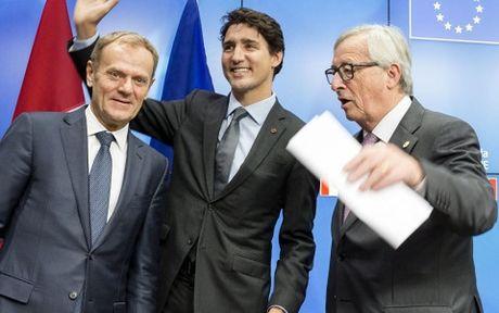 Hiep dinh CETA EU – Canada: Loi ich lon nhung van vap phai phan doi - Anh 1