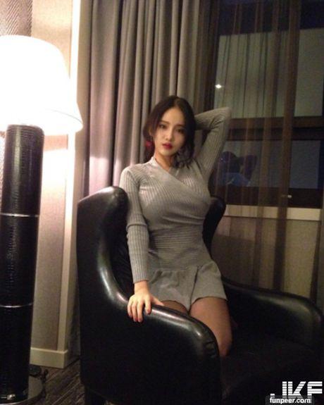 Hot girl co vong 1 tu nhien khung nhat he lo ly do khong mac ho hang - Anh 6