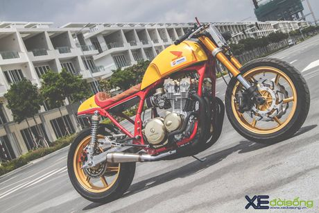Honda CB750F do cafe racer cuc chat voi tong vang cam Repsol o Sai Gon - Anh 1