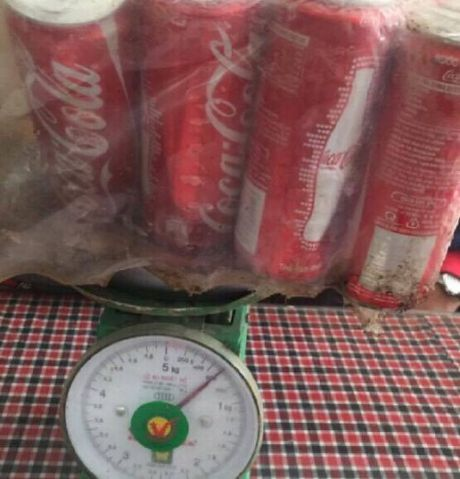 Ha Noi: Hang chuc lon Coca-cola chua bat nap nhung khong co 'ruot' - Anh 2