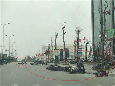 Giong loc cuon vang hang chuc xe may tren Dai lo Hung Vuong - Anh 1