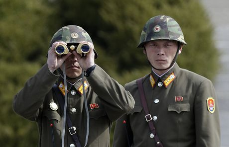 Ro tin Nga dieu quan toi sat bien gioi Trieu Tien, Kremlin len tieng - Anh 1