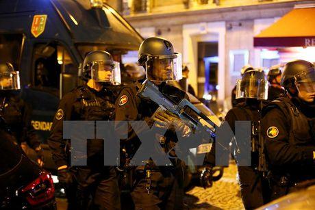 Phap truy lung nghi can thu 2 trong vu no sung tai Paris - Anh 1