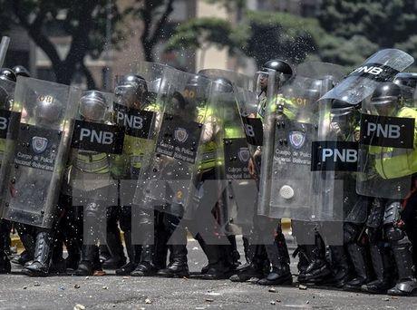 Venezuela: Hang chuc nguoi thiet mang do bao loan o Caracas - Anh 1