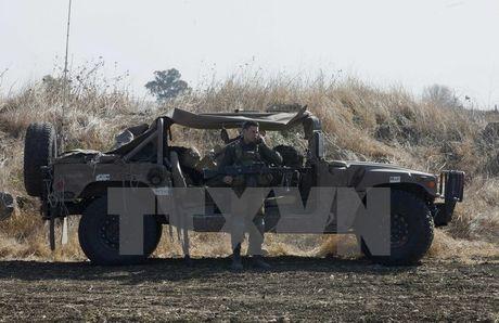 Israel dap tra cac vu na rocket tu Syria vao cao nguyen Golan - Anh 1