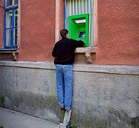 Bat gap hinh anh 'oai oam' khi rut tien o cay ATM - Anh 11