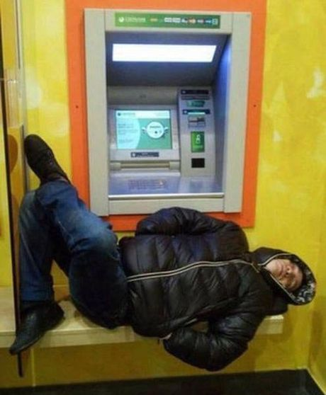 Bat gap hinh anh 'oai oam' khi rut tien o cay ATM - Anh 14