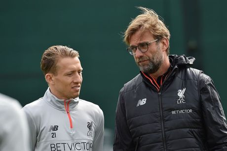 Chum anh: Vang Mane & Henderson, san tap Liverpool van ron tieng cuoi - Anh 1