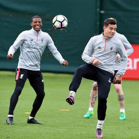 Chum anh: Vang Mane & Henderson, san tap Liverpool van ron tieng cuoi - Anh 7