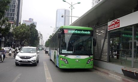 Xe buyt nhanh BRT Ha Noi: Tin hieu kha quan sau ba thang 'thu lua' - Anh 1