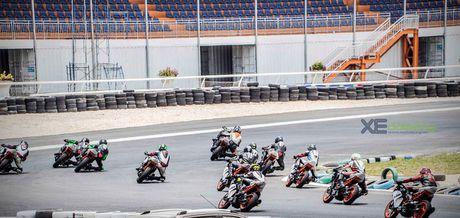 Nhung xe dua KTM RC390 tranh tai quyet liet o Binh Duong - Anh 1