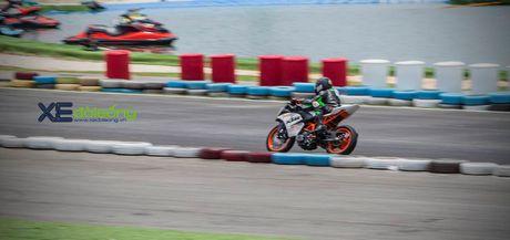 Nhung xe dua KTM RC390 tranh tai quyet liet o Binh Duong - Anh 4