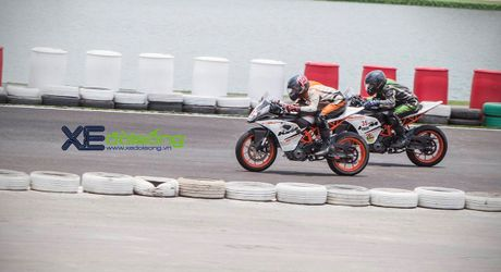 Nhung xe dua KTM RC390 tranh tai quyet liet o Binh Duong - Anh 8