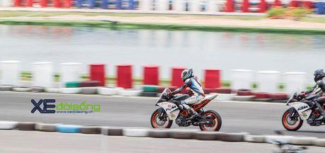 Nhung xe dua KTM RC390 tranh tai quyet liet o Binh Duong - Anh 9