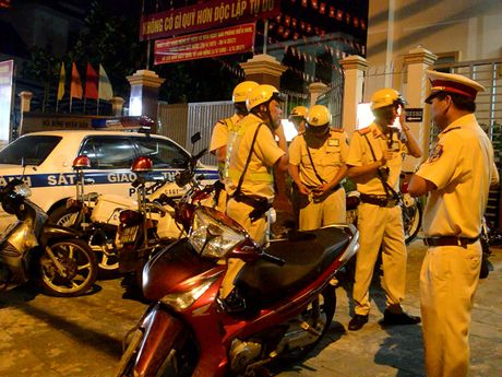 CSGT Thu Duc theo dau dinh vi bat ke trom xe - Anh 1