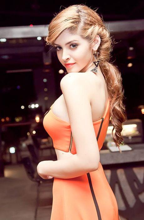 Hoc Mai Phuong Thuy, Ngoc Trinh tet toc song nuoc xinh nhu cong chua - Anh 14