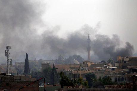 Chum anh giai phong Mosul: Phien quan IS 'ca nam tren thot' - Anh 1