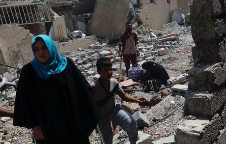 Chum anh giai phong Mosul: Phien quan IS 'ca nam tren thot' - Anh 3