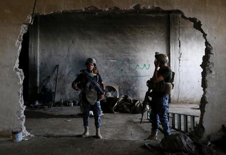 Chum anh giai phong Mosul: Phien quan IS 'ca nam tren thot' - Anh 7