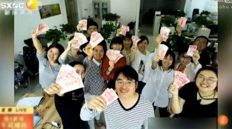 Chuyen la hom nay: Vua giam duoc can lai co them tien - Anh 1