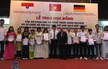 78 sinh vien xuat sac khu vuc Ha Noi nhan hoc bong Hessen - Anh 1