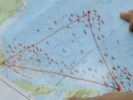 'Tam giac quy' Bermuda vua 'nuot chung' may bay - Anh 1