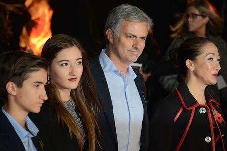 Buong Ngoai hang Anh, lo Europa League: Dung noi Mourinho hen ha - Anh 4