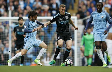 Vuot ai West Brom, Man City dat mot chan trong top 4 - Anh 2