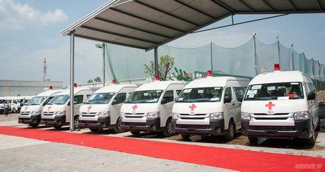 An Phu Thanh ban giao 46 xe cuu thuong cho cac benh vien tren toan quoc - Anh 1