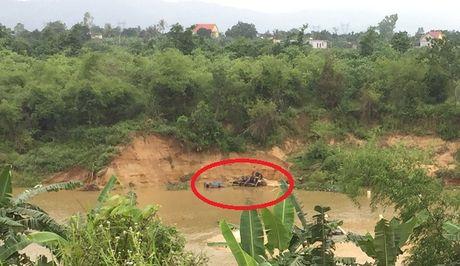Quang Binh: Nan khai thac cat tran lan 'buc tu' song Dinh - Anh 2