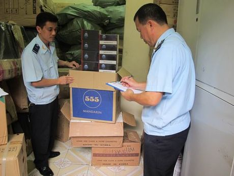 Phat hien container chua 150 thung thuoc la ngoai khong giay to - Anh 1