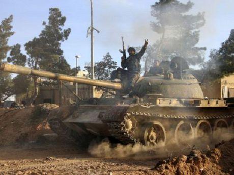 Dung do du doi giua quan doi Syria va FSA o dong Sweida - Anh 1