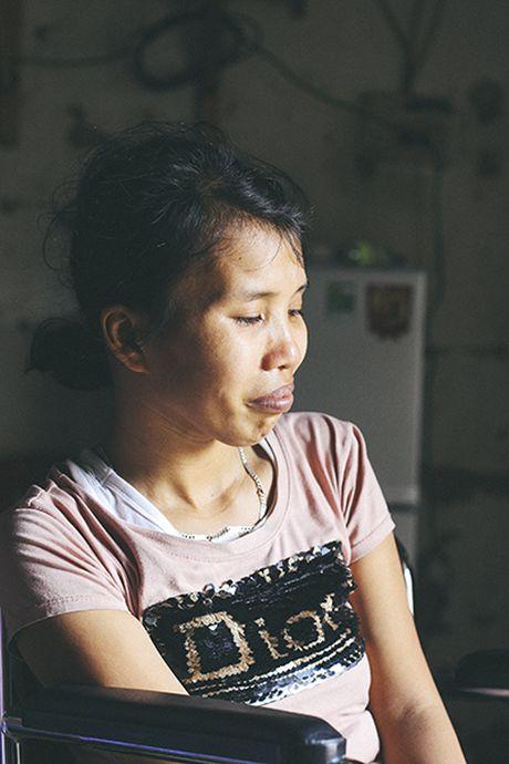 Me ngoi xe lan chat chiu tung dong nuoi con an hoc - Anh 3
