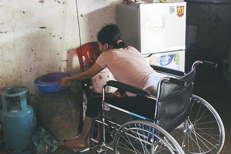 Me ngoi xe lan chat chiu tung dong nuoi con an hoc - Anh 5