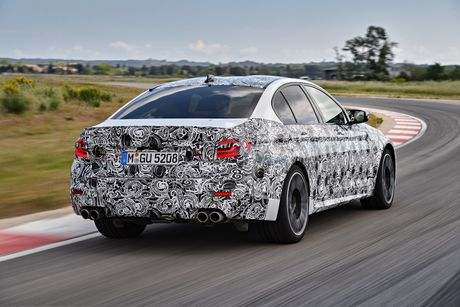 Sedan the thao BMW M5 2018 se co nhieu cai tien moi - Anh 3