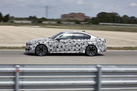 Sedan the thao BMW M5 2018 se co nhieu cai tien moi - Anh 7