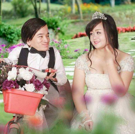 Clip: Xuc dong giay phut nguoi than be chu re xuong thuy tinh trao nhan cho co dau - Anh 1