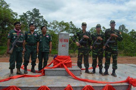 Khanh thanh cot moc bien gioi so 41 va 43 tren tuyen bien gioi Viet Nam – Campuchia - Anh 2