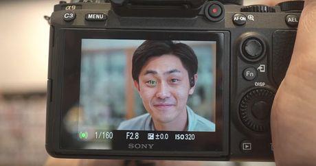 Video Sony A9 bat net 'sieu dinh' vao mat nguoi mau - Anh 1