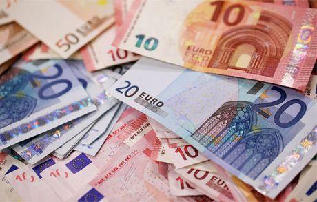 Euro tang manh nhat nho tin hieu tich cuc tu kinh te chau Au - Anh 1