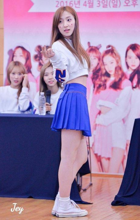'Nu hoang tao dang' Seolhyun dong loat cac idols hoc tap dang pose hinh - Anh 10
