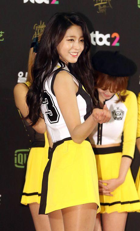 'Nu hoang tao dang' Seolhyun dong loat cac idols hoc tap dang pose hinh - Anh 2
