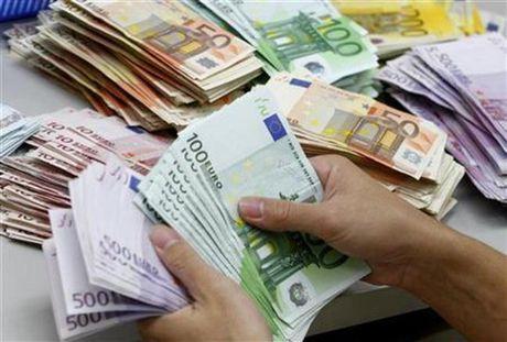 Dong Euro tang gia manh so voi USD - Anh 1
